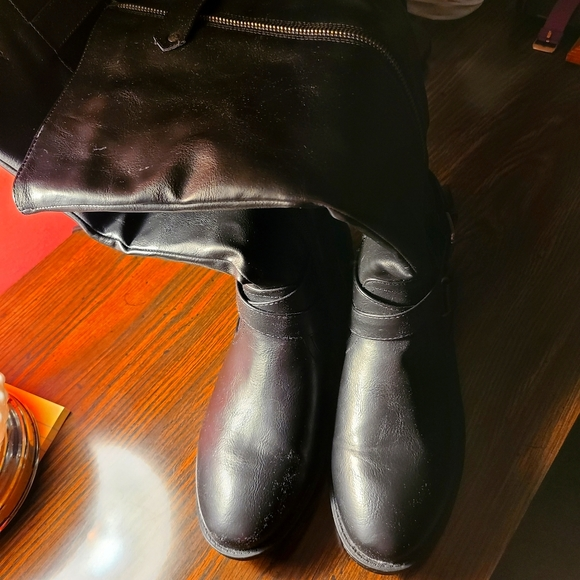 Womans Black knee high boots